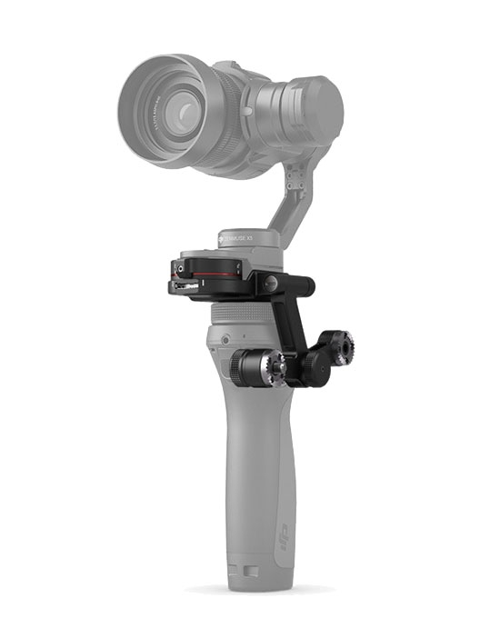 Vue de la nacelle et caméra X5 montée sur le stabilisateur DJI Osmo avec l\'adaptateur - vue de biais