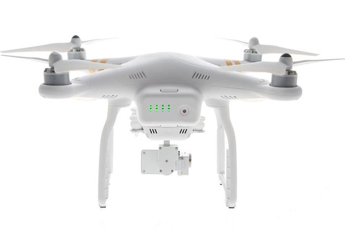 Batterie 4S 4480 mAh pour DJI Phantom 3 insérée dans le drone