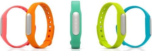 Bracelet connecté MiBand disponible en différents coloris