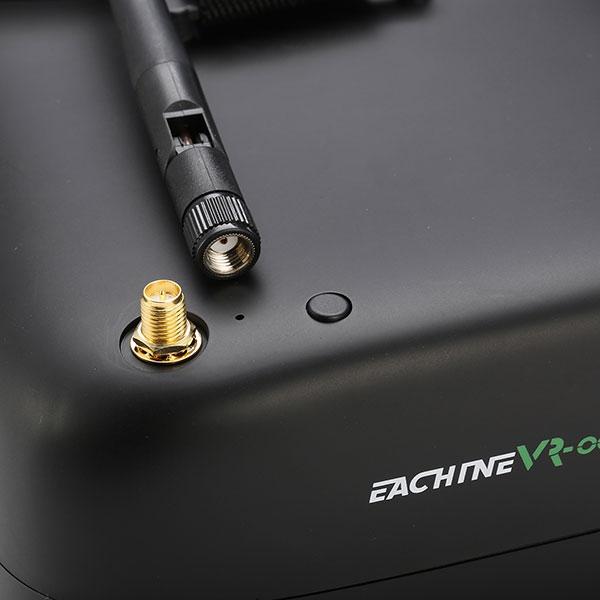 Zoom sur le connecteur d\'antenne du casque vidéo FPV Eachine VR-007