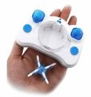 Rangez le drone directement dans la radiocommande grâce au compartiment prévu à cet effet