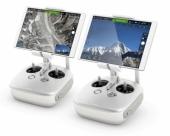 Radiocommandes DJI C1 pour Inspire 1 surmontées de tablettes.