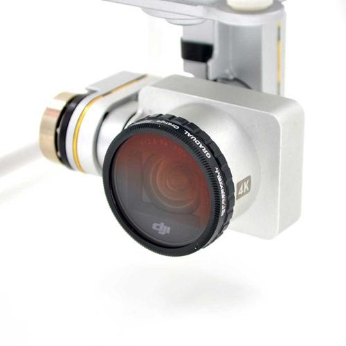 Ce filtre se visse simplement à la place du filtre d\'origine sur la caméra des DJI Phantom 3 et Phantom 4.