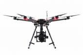 Drone DJI Matrice 600 - vue de face - avec nacelle Ronin-MX et Red Epic