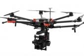 Drone DJI Matrice 600 - vue en perspective - en vol - train relevé