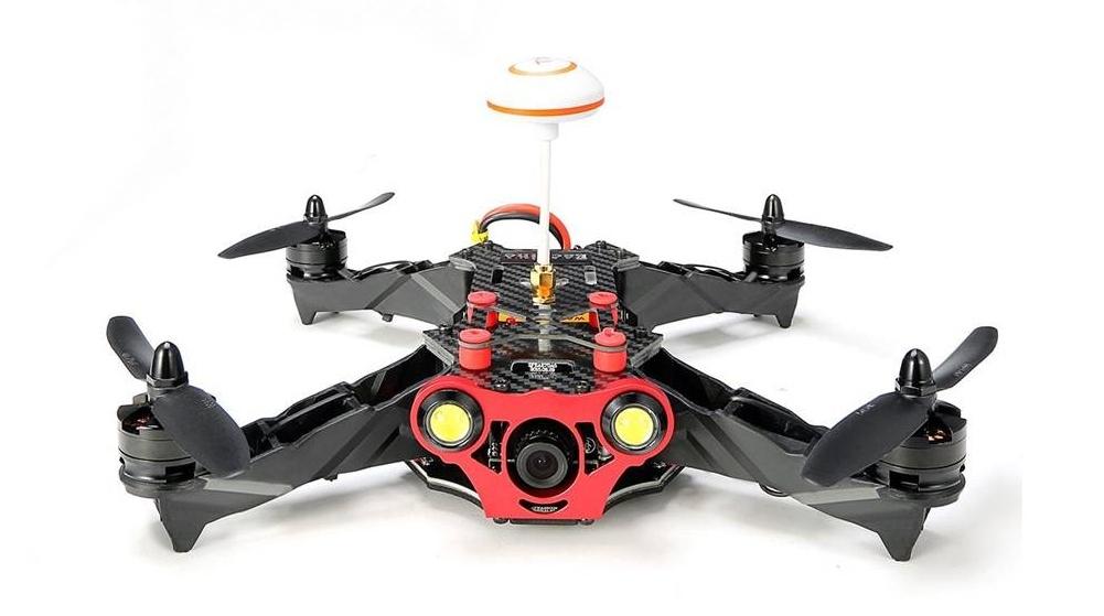 Drone racer EAchine 250 ARF équipé d\'un kit FPV de base