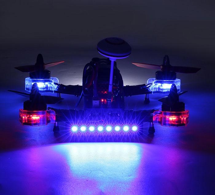 Eachine Falcon 210 RTF de nuit avec LEDs actives - vue de dos