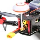 Zoom sur l\'émetteur vidéo installé sur l\'arrière du drone racer Eachine Falcon 250 (ARF)