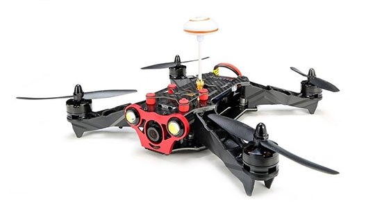 Drone Eachine Racer 250 version DIY monté vu de biais