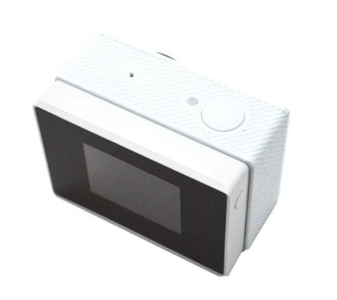 Ecran LCD BacPac pluggé sur la caméra embarquée Xiaomi Yi Cam vu du dessus