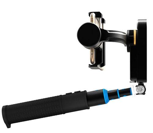 Très pratique la perche télescopique fournie peut s\'utiliser de différentes façons pour varier vos prises de vues