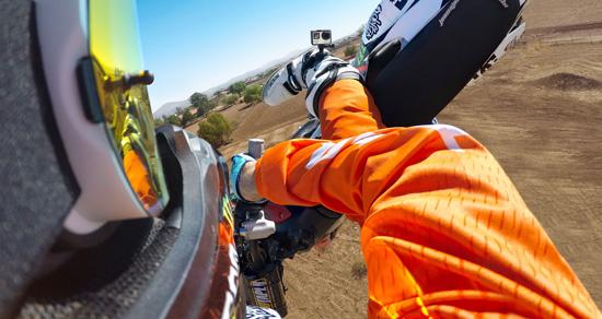 Découvrez la fixation GoPro The Strap parfaitement adaptée pour vos sorties moto