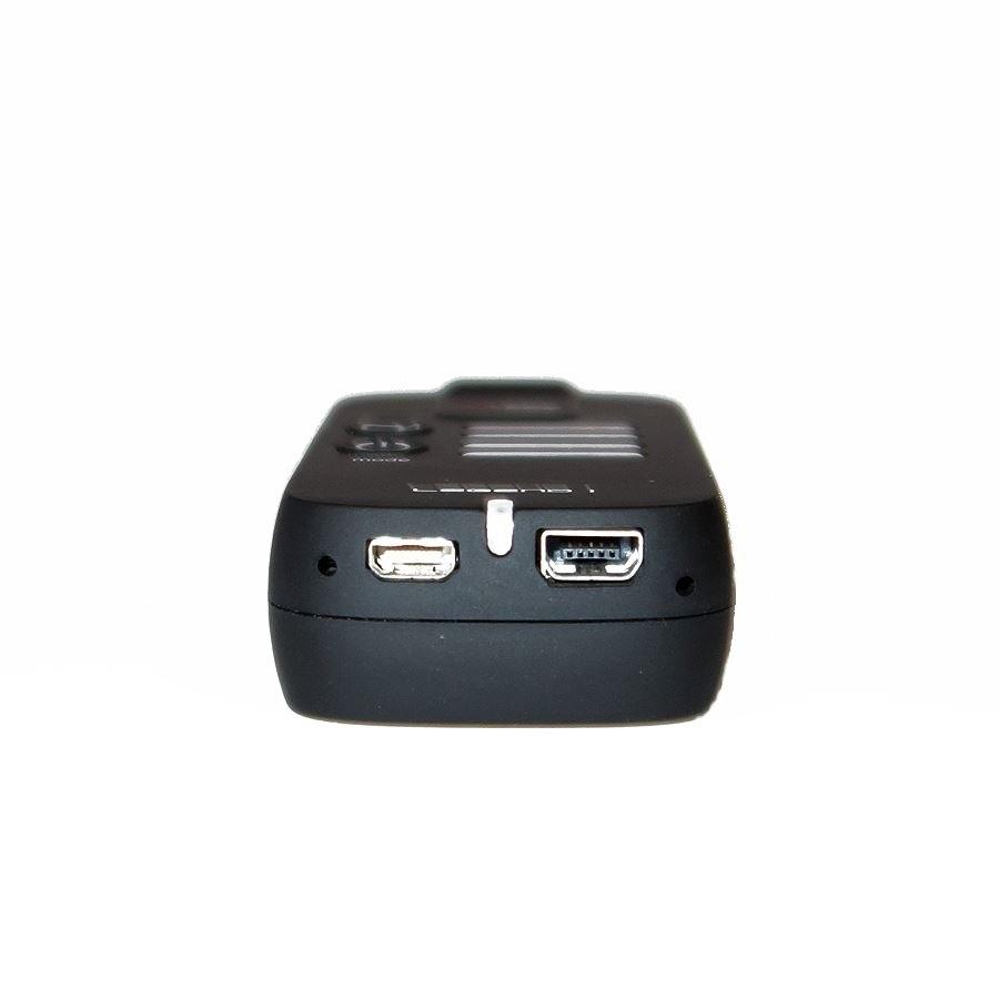 Sur cette caméra, vous retrouverez deux connections, une mini USB pour la charge et le déclenchement, et une sortie vidéo par micro HDMI.