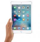 """Tablette 7,9"""" iPad mini 4 WiFi - Apple - vue de face et tenue dans une main"""