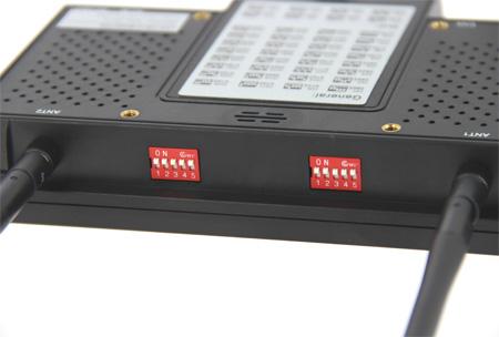 """Zoom sur le moniteur HD 7\"""" Lilliput - 5,8Ghz vu de dos"""