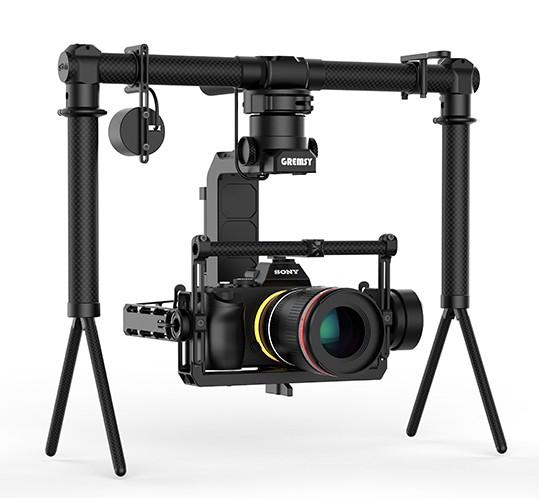 Nacelle Gremsy H3 en mode stabilisateur main avec appareil photo monté dessus et handle bar - vue de côté
