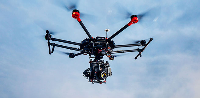 Nacelle main stabilisateur DJI Ronin-MX sous le drone DJI Matrice 600 en vol