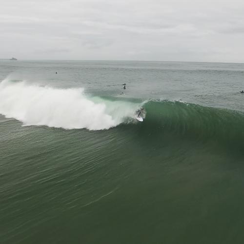 surfeur sur une vague filmé par caméra X5 avec filtre polar pro