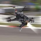 Racer Walkera F210 sur circuit vue de côté