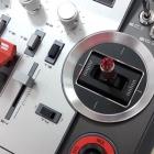 Radio Horus X12S FrSky détail du jostick et des trims digitaux