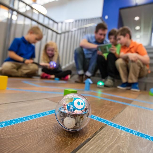 Robot SPRK+ - Sphero en train d'être programmé par des enfants