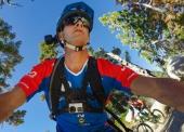 Cycliste en train de se filmer avec le sac à dos Seeker pour GoPro Hero 3/3+ et 4