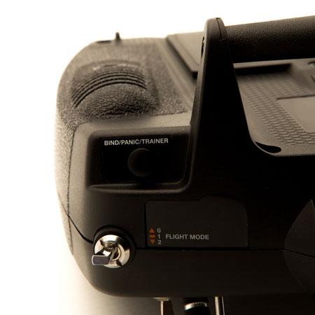 Vous pouvez facilement basculer entre les différents modes de vols avec les interrupteurs et accéder aux fonctions avancés sur cette radio.