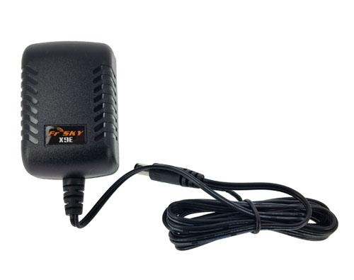 Ce chargeur secteur permettra de recharger votre radiocommande X9E. Il est compatible avec la norme EU.
