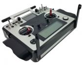 Un système de fixation escamotable est intégré dans la partie basse de la Taranis pour y fixer le harnais ultra confortable.