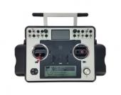 Disposant de nombreux sliders, interrupteurs, elle vous donnera un contrôle absolu sur vos modèles RC ou vos drones.