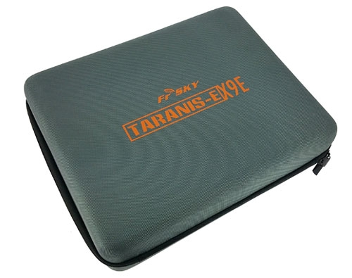 Cette sacoche renforcée est parfaite pour transporter et protéger votre radiocommande Taranis X9E ainsi que tous ses accessoires.