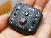 Télécommande WiFi pour caméra 360° SP360 4K PIXPRO dans la main d\'une personne