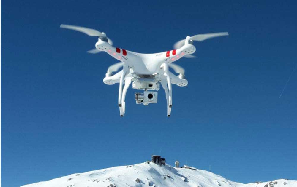 À quelle hauteur peut aller un drone ?