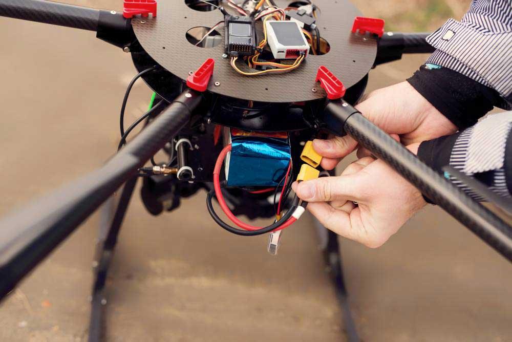 Qui a inventé le premier drone ?