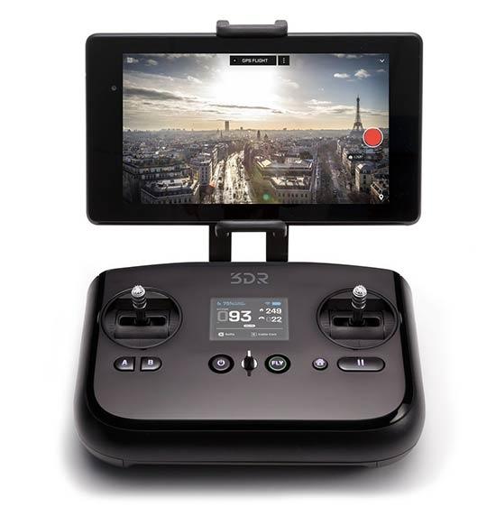 Radiocommande du drone 3DR SOLO avec tablette montée dessus