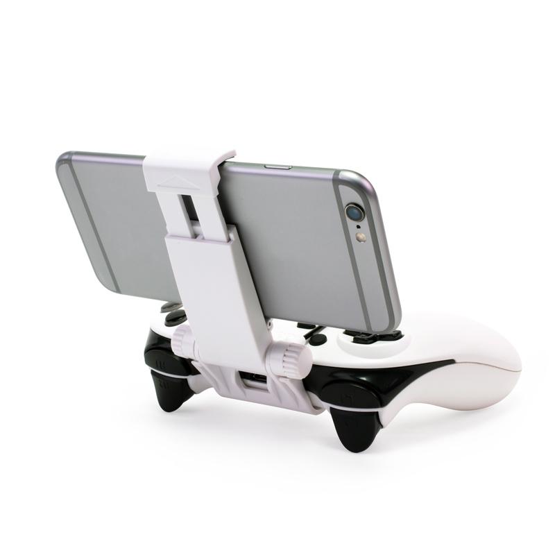 Le support smartphone de la radiocommande permet d'accueillir des smartphones de tailles différentes grâce à sa pince ajustable