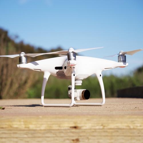 Photo d'un DJI Phantom 4 Pro avec un filtre Polar Pro monté