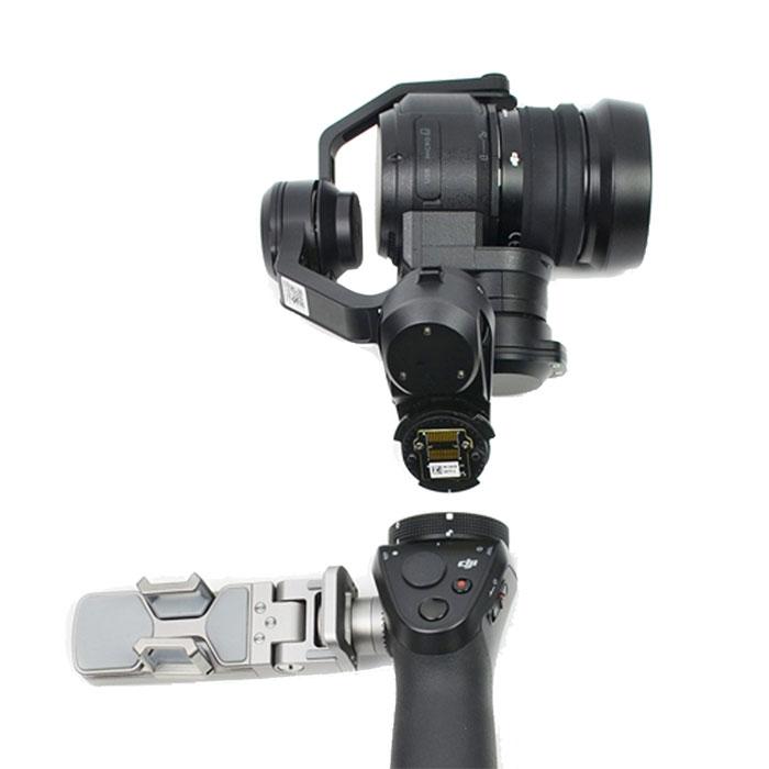 Caméra X5 en train d'être montée sur le stabilisateur DJI Osmo via l'adaptateur