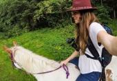 GoPro Karma Grip monté sur un harnais via l'anneau de fixation