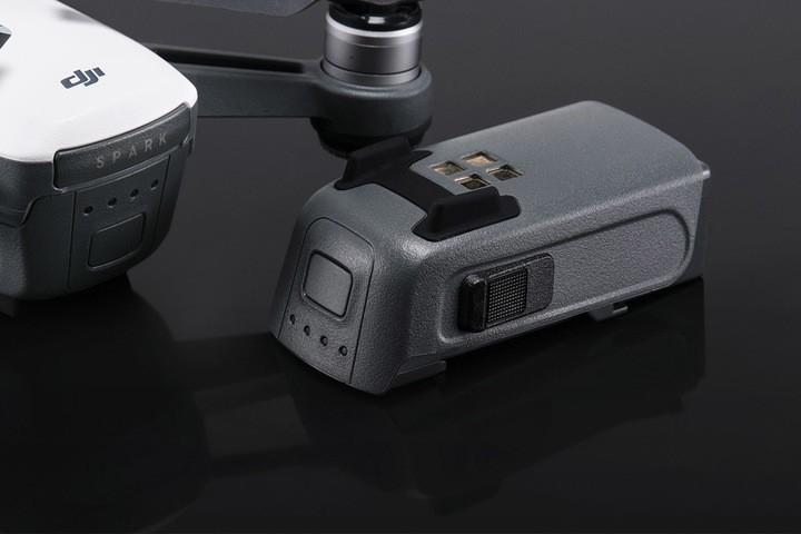 Batterie 3S 1480mAh avec le drone DJI Spark à côté