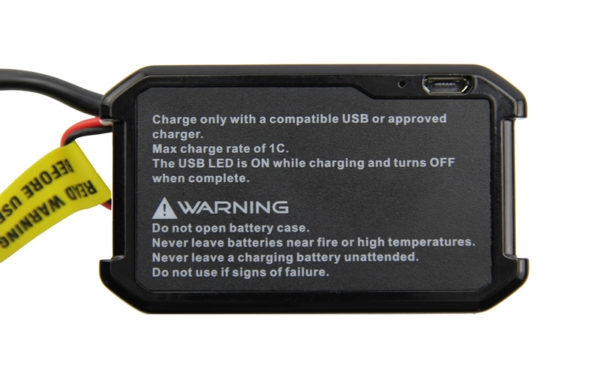 Batterie Fatshark 1800 mAh avec indicateur LED et charge USB détail du port USB