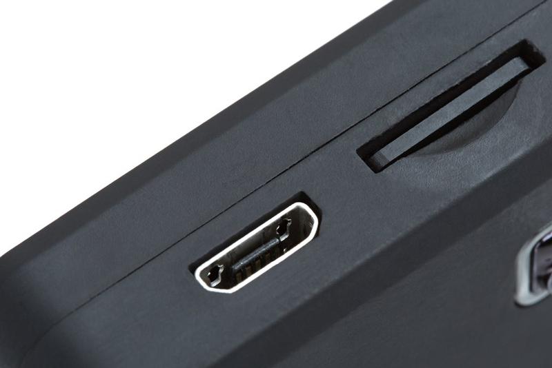 La batterie interne 750 mAh de la Drift Compass se recharge via le port micro-USB