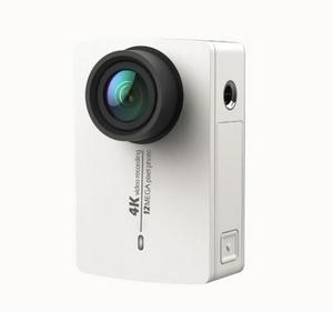 Caméra Xiaomi Yi 4K vue de face caméra blanche posée sur la tranche
