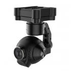 La caméra Yuneec E50 est équipée d'un objectif 40 mm permettant de garder une distance de sécurité du sujet filmé.