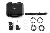 Contenu du système DJI Focus : télécommande, moteur, couronnes dentées (60mm, 70mm, 80mm, 90mm), tour de cou, anneaux de marquage et valise de transport.