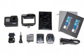 Ensemble d'accessoires présents avec la caméra GoPro Hero7 Black.