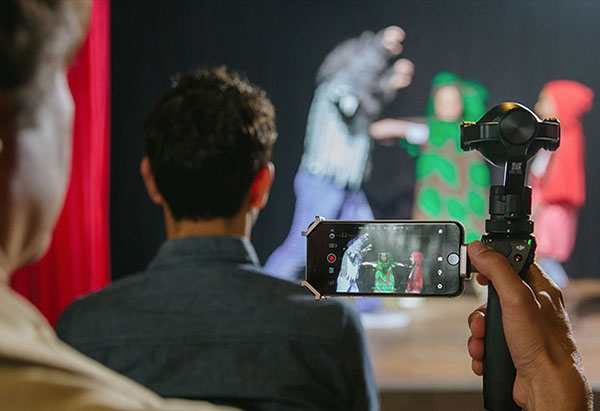 DJI Osmo+ en train de filmer un spectacle