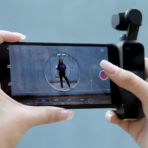 DJI Osmo Pocket avec smartphone et l'application DJI MIMO