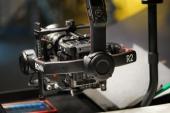 Le stabilisateur DJI Ronin 2 est conçu en fibre de carbone et intègre un écran OLED destiné à simplifier les réglages