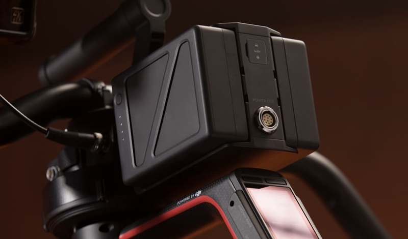 """Le DJI Ronin 2 est alimenté par deux batteries TB50 4280 mAh dites """"Hot Swap"""""""